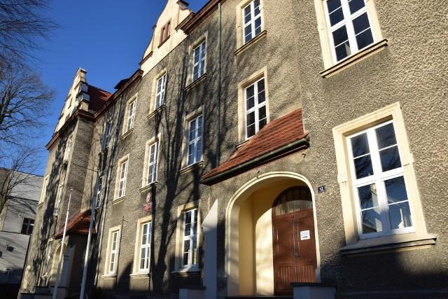 W dawnym gimnazjum nr 1 w Oleśnie uczyć będą się teraz uczniowie najstarszych klas podstawówek.