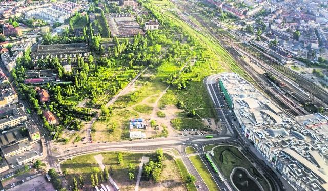 Wolne Tory to grunt rozciągający się między ul. Matyi a Hetmańską wzdłuż torów kolejowych