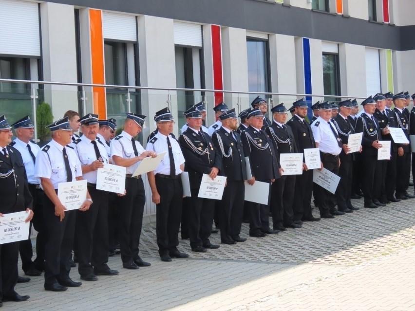 Promesy na zakup niezbędnego wyposażenia dla jednostek Ochotniczej Straży Pożarnej z powiatu ostrowieckiego [LISTA]