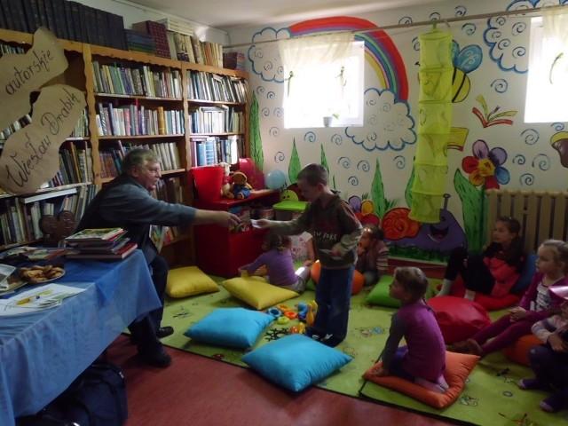 Gościem W Bibliotece W Gostycynie Był Wiesław Drabik