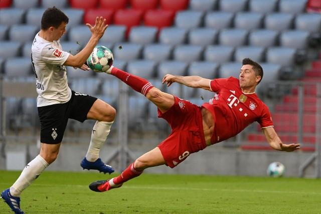 Czy Robert Lewandowski strzeli w sobotę gola i zostanie samodzielnym rekordzistą w liczbie zdobytych bramek w sezonie Bundesligi? Będzie można przekonać się oglądając transmisję ze spotkania Bayernu Monachium z FC Augsburg