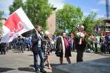 Święto 1 Maja w Krakowie. Przedstawiciele lewicy manifestowali pod pomnikiem Czynu Zbrojnego i krytykowali rząd PiS