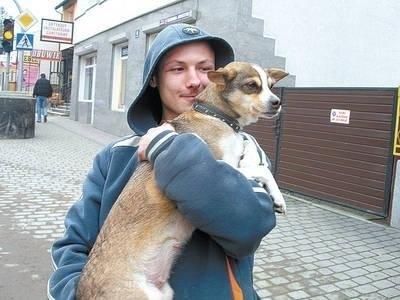 Nie każdy czworonóg ma takiego przyjaciela... W wielickich gminach co roku odnajdywane są dziesiątki porzuconych psów. Fot. Jolanta Białek