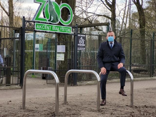 Henryk Dębowski jest zadowolony, że w końcu prezydent zamontował stojaki przy zoo - Trochę to trwało ale opłaciło się drążyć temat - mówi szef klubu PiS.