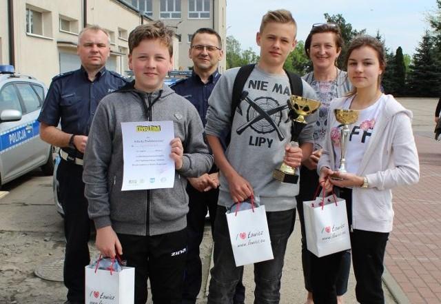 Zwycięska drużyna z SP Łyszkowice