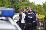 Ustawka pseudokibiców w Kędzierzynie-Koźlu koło Opola. Chuligani staranowali policyjny radiowóz [WIDEO]
