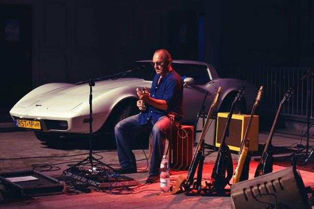 Wes Gałczyński & Power Train, ma styl grania jako Blues Rock lub Hard Rock Blues