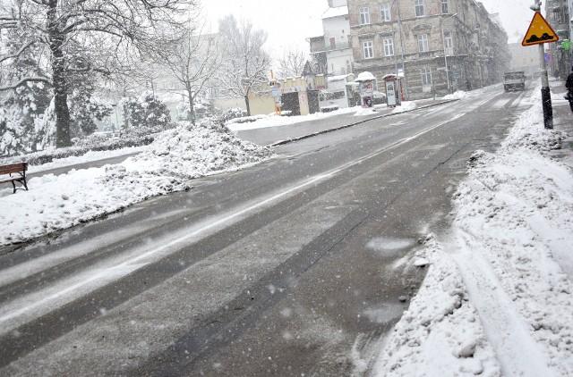 Ulica była w fatalnym stanie przed zimą. Jaka będzie po zimie?