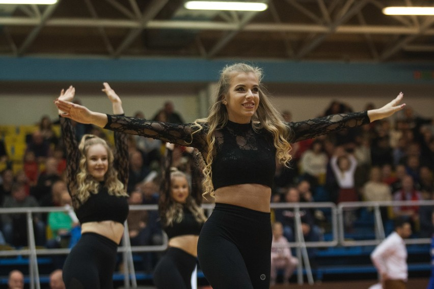 Zobacz zdjęcia z występu grupy Cheerleaders Maxi podczas sobotniego meczu STK Czarni Słupsk - Górnik Trans.eu Wałbrzych.