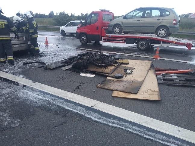 Spalony samochód na A4 pod Wrocławiem