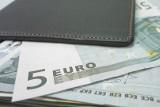 Wyjazd do pracy za granicą może przestać się opłacać. Powód? Wyższe podatki