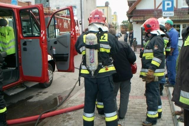 Dzięki szybkiej interwencji pracownika sklepu i służb ratowniczych nie doszło do większej katastrofy.