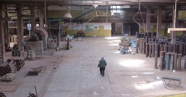 Niegdyś potężny zakład, dziś popada w ruinę. Odwiedziliśmy opustoszały Marywil w Suchedniowie (ZDJĘCIA)Pan Grzegorz w Marywilu przepracował 35 lat. Dziś samotnie chodzi po opustoszałych halach.