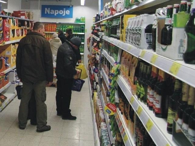 To będzie ciężki rok dla małych sklepówDyskonty, oferujące towary w niskich cenach, są największym zagrożeniem dla drobnego handlu.