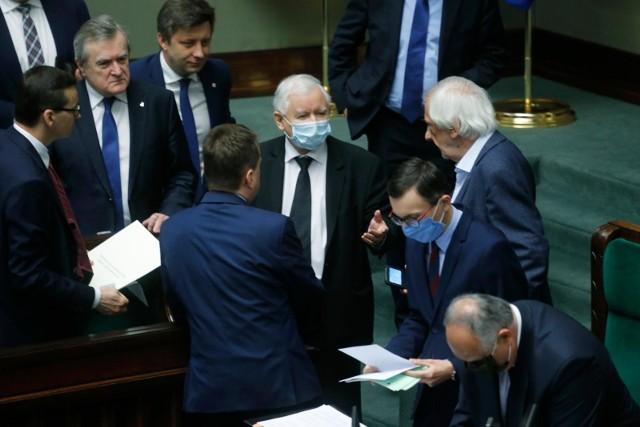 Sondaż: Koronawirus nie zaszkodził partii Jarosława Kaczyńskiego
