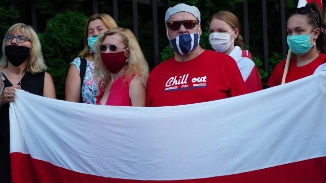 Manifestacja przed Konsulatem Białorusi w Białymstoku (12.08.2020)