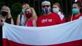 Mieszkający w Białymstoku Białorusini - od poniedziałku - protestują przed konsulatem swego kraju (zdjęcia)