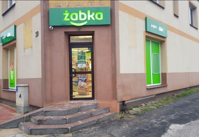 Pierwsza Żabka w Zwoleniu pojawiła się przy ulicy Wojska Polskiego 19. Sklep oficjalnie otwarty został w ostatni czwartek, 15 kwietnia.