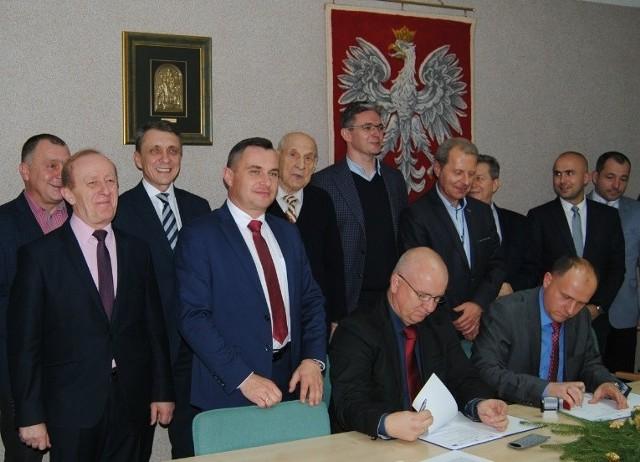Ojcowie chrzestni pierwszego etapu obwodnicy Włoszczowy - w większości członkowie Polskiego Stronnictwa Ludowego.