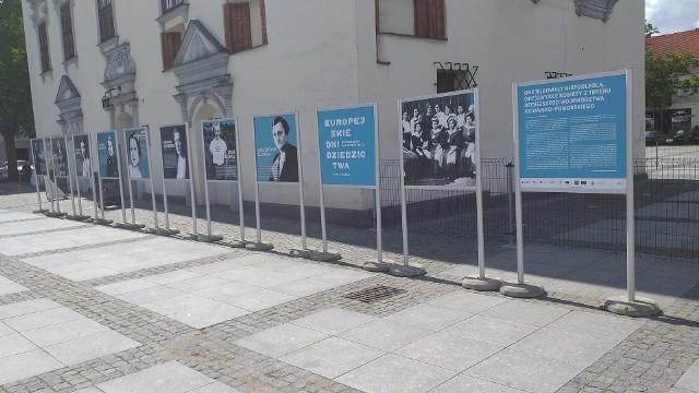 Wystawa poświęcona wspaniałym kobietom znajduje się przed Muzeum Ziemi Chełmińskiej