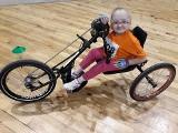 Gorzów zbiera nakrętki na specjalistyczny rower. Marzy o nim Wiktoria Klińska, chora na wrodzoną łamliwość kości