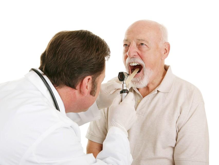Wysypka w gardle to jeden z nowo zaobserwowanych objawów infekcji COVID-19