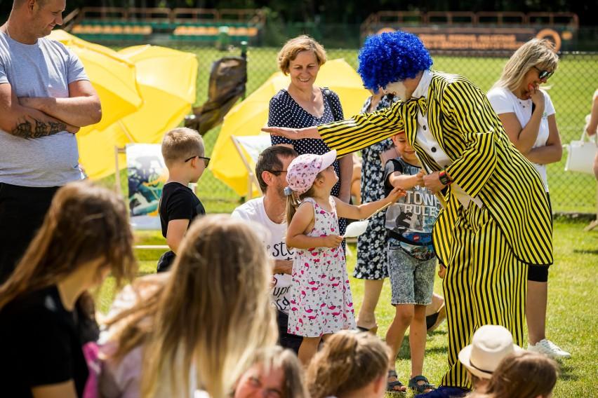 Na najmłodszych czekał clown, był też pokaz iluzjonisty i...