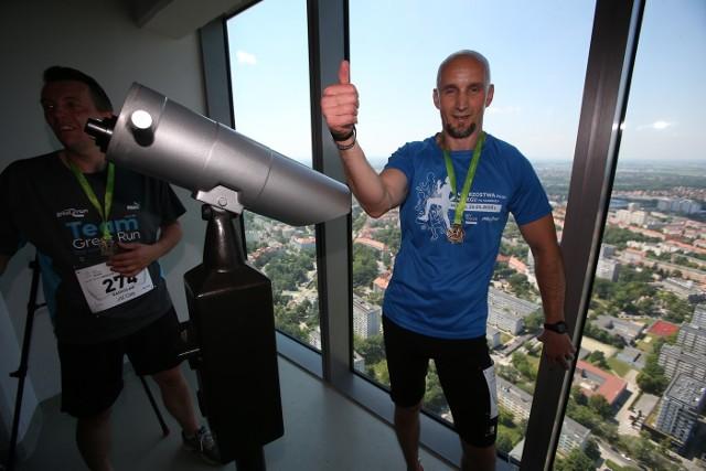 W sobotę w Sky Tower zorganizowano Mistrzostwa Polski w biegu po schodach - Sky Tower Run 2017.