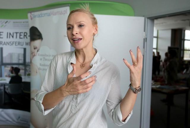 """Ambasadorką """"Świadomej Mamy"""" jest aktorka Paulina Holtz. Będzie gościem czwartkowego spotkania online."""
