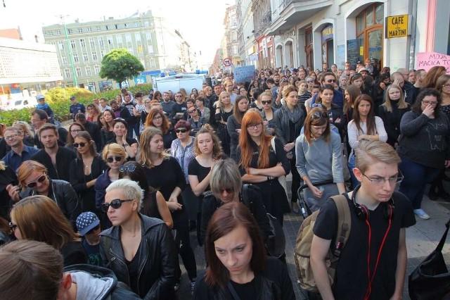 #CzarnyProtest w Poznaniu. Po raz kolejny przed siedzibą PiS