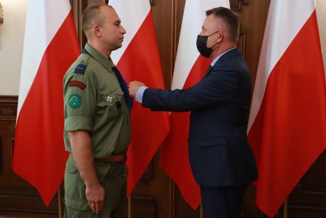 Odznaczenia państwowe otrzymało 23 mieszkańców woj. łódzkiego. Zostały one przyznane przez prezydenta RP, prezesa Rady Ministrów oraz ministra kultury, dziedzictwa narodowego i sportu.