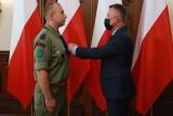 Łódź. Wręczono odznaczenia państwowe nadane przez prezydenta RP, premiera oraz ministra kultury i dziedzictwa narodowego. Kto otrzymał medal