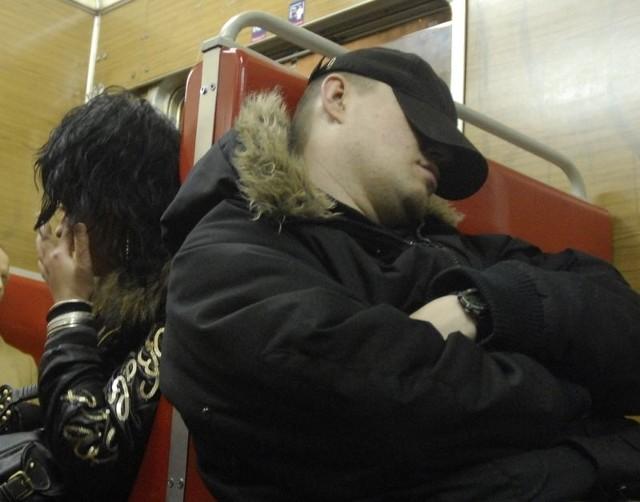 Podróżni w pociągu SKM