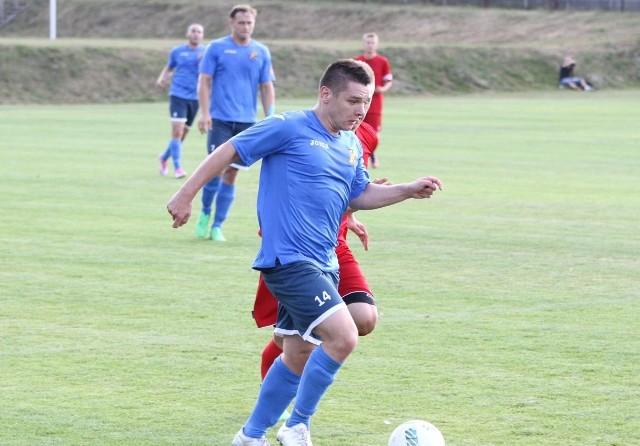 Jarosław Owczarek strzelił gola dla Naprzodu Jędrzejów w czwartoligowym spotkaniu z Alitem Ożarów, wygranym przez ożarowski zespół 4:2. To jego pierwsze trafienie w tym sezonie