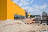 Salon Agata Meble w Kielcach już na finiszu. Zobacz zdjęcia i film z budowy. Kogo szuka do pracy?