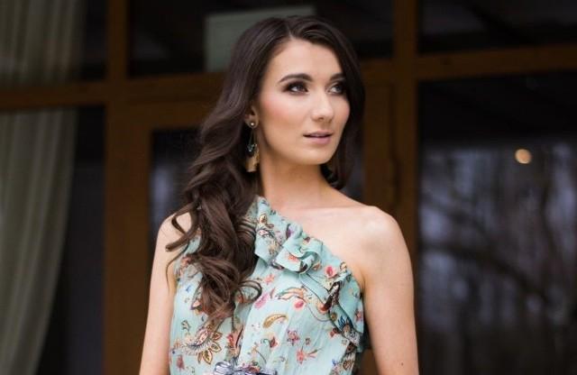 Po ukończeniu studiów socjologicznych na Uniwersytecie w Białymstoku i kilku latach pracy przed obiektywem w branży modowej Aleksandra postanowiła założyć własnego bloga.