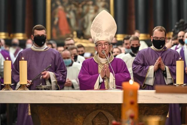 Episkopat nie pozna uzasadnienia Watykanu ws. kar dla abp. Głódzia?
