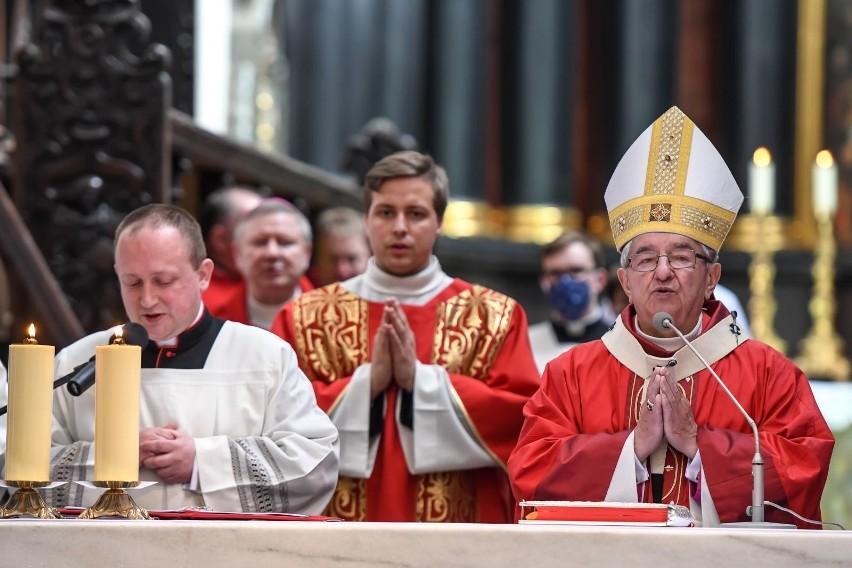 Episkopat nie pozna uzasadnienia Watykanu ws. kar dla abp....