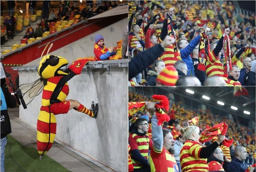 Niewielu kibiców pojawiło się na stadionie przy ul....