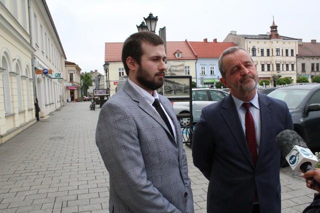 Oskarżony kierowca Sebastian Kościelnik z obrońcą Władysławem Pociejem