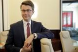 """Piotr Müller mówi w wywiadzie, że program """"Nowy Ład"""" to nadzieja dla Polski. Ocenia sprawę Obajtka, nie wierzy we wcześniejsze wybory"""