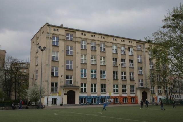 Szkoła Podstawowa nr 68, ulica Szczęśliwa 28