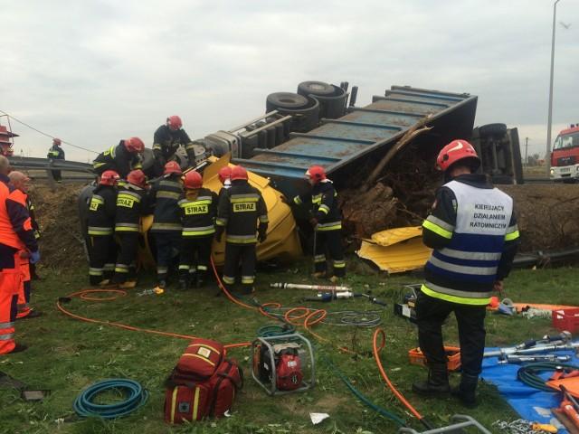 Podczas akcji ratunkowej na miejscu czwartkowego wypadku na obwodnicy Jędrzejowa.