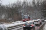 Wróciła zima. Od rana kilkanaście stłuczek. Jest ostrzeżenie dla Śląska. Ślisko na drogach. Zimno, śnieg i śnieg z deszczem
