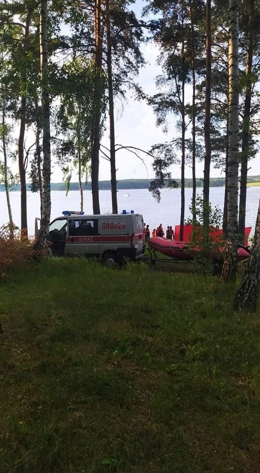Młody mężczyzna tonął w zalewie w Chańczy. Reanimacja trwała ponad godzinę, 21- latek zmarł w nocy w szpitalu