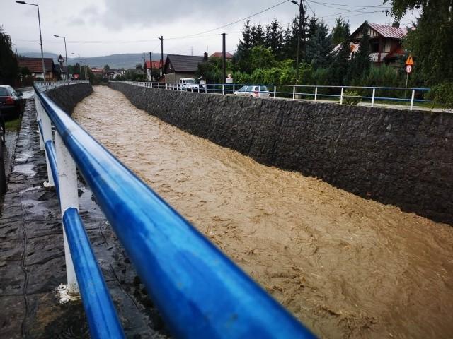 Trudna sytuacja w gminie Łącko. Ogłoszono pogotowie przeciwpowodziowe.