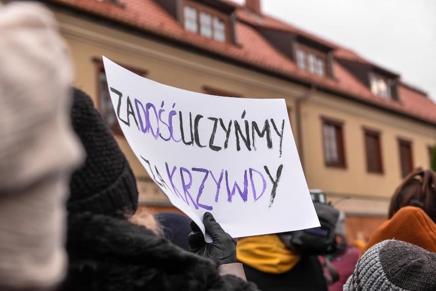 Ubiegłoroczna pikieta przed gdańską kurią (1.12.2019)