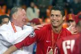 """Cristiano Ronaldo przeszedł testy medyczne i podpisał kontrakt z Manchesterem United. """"To dla Ciebie, Sir Alex"""""""