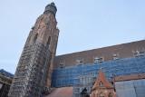 Takiego remontu we Wrocławiu jeszcze nie było. Potężne rusztowania przy kościele garnizonowym