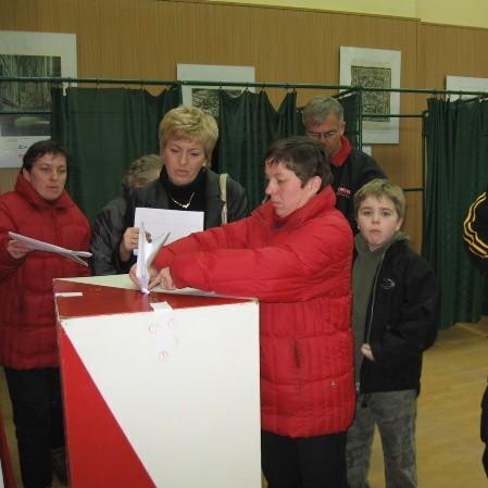 Wyborcy tłumnie stawili się do głosowania w lokalu wyborczym nr 8.